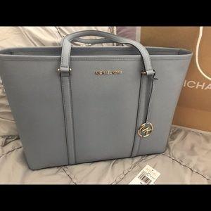 BRAND NEW NEVER BEEN USED MICHAEL KORS bag& wallet